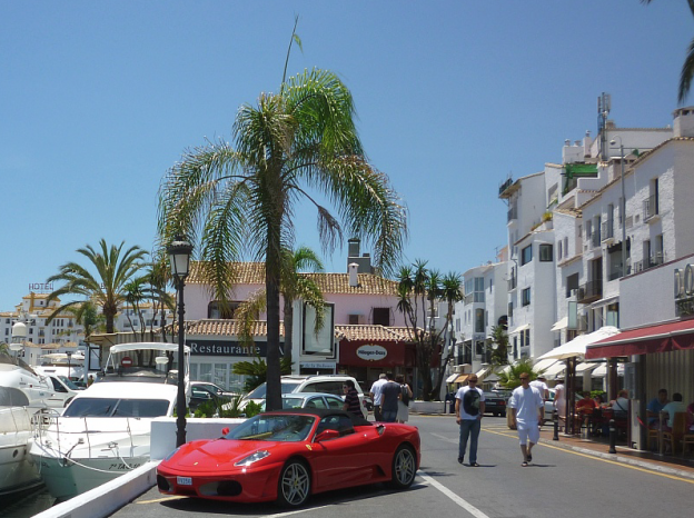 Apartments by the harbor Puerto Banus