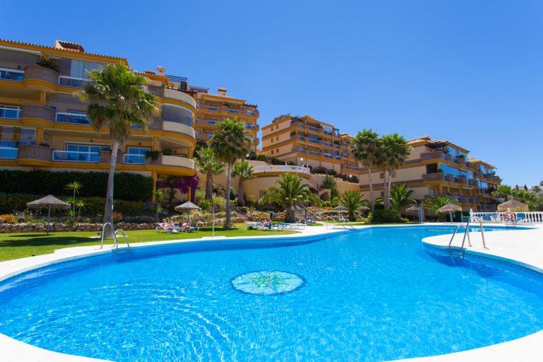 Bargain apartment in Calahonda