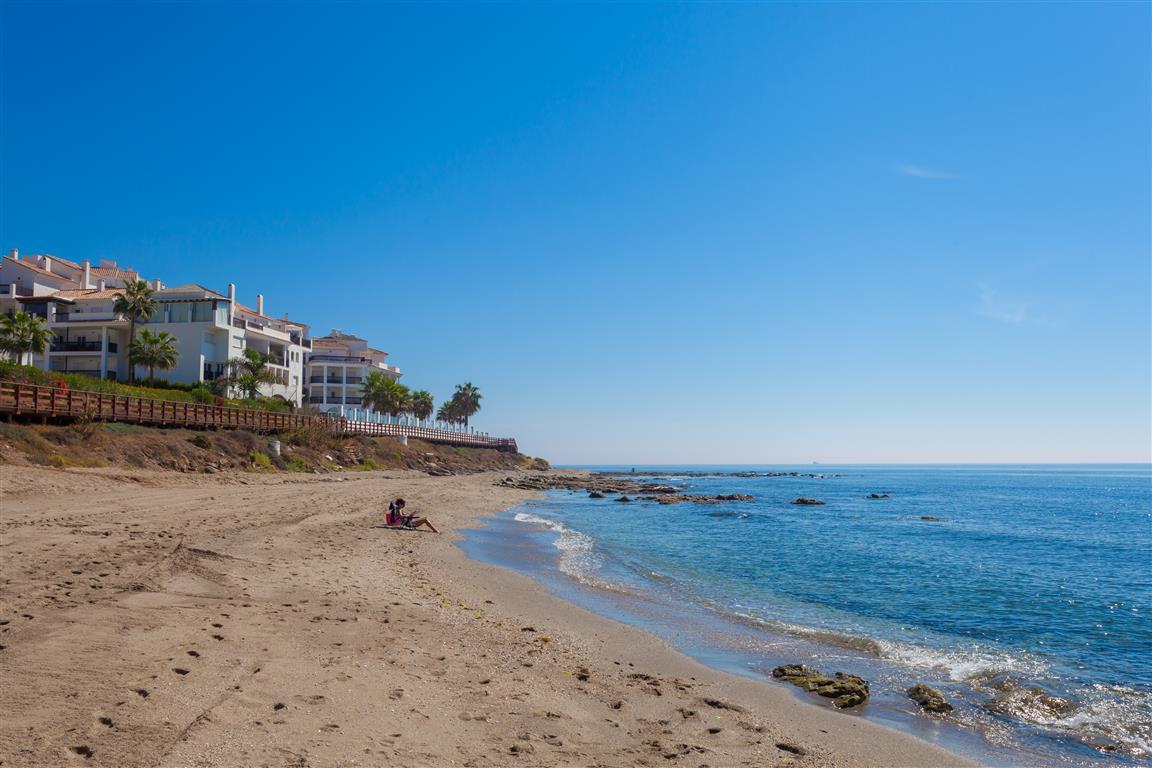 Calahonda Beach Puerta del Mar