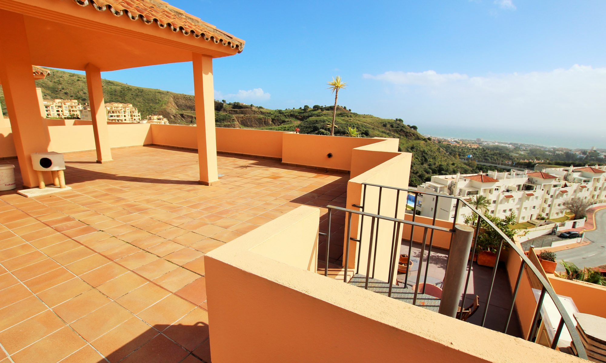 Penthouse in calahonda for sale