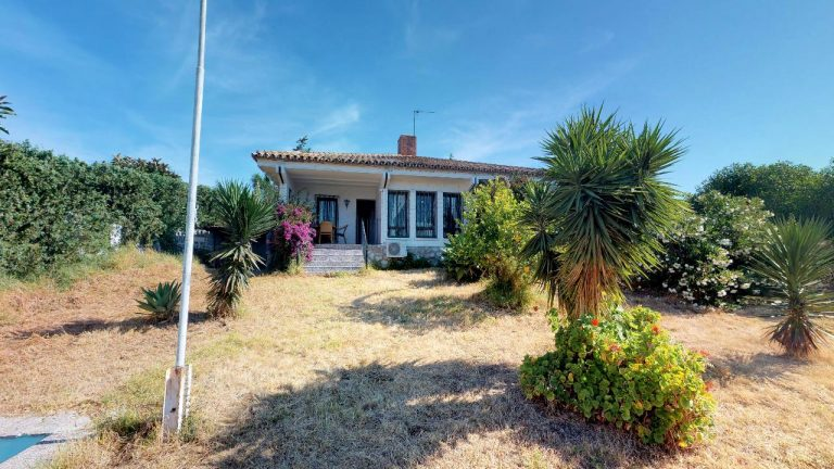 Villa with pool in Calypso