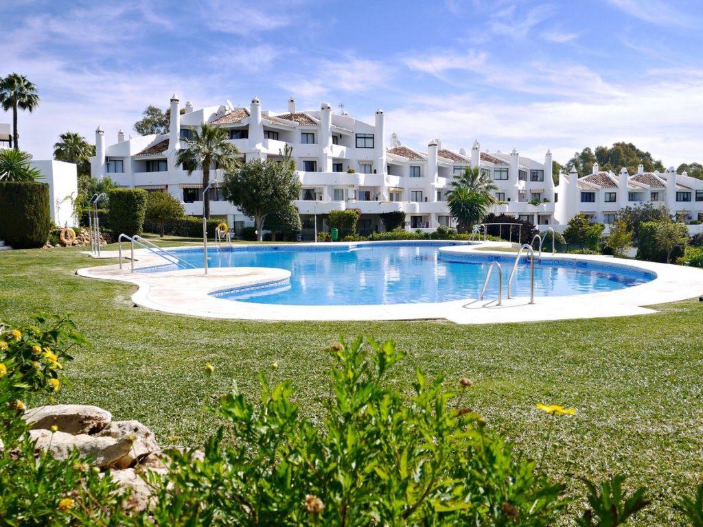 jardines de calahonda fase 1 pool penthouse for sale